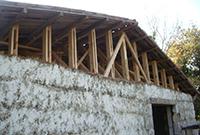 Chaulage préventif d'une construction en paille durant les travaux