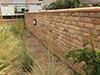 Réalisation d'un mur de séparation en briques pleines maçonnées au mortier traditionnel à la Chaux