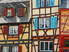 Façades enduites et colorées, caractéristiques des maisons alsaciennes