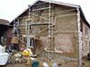 Remise niveau de la façade, avec une première couche d'enduit grossière