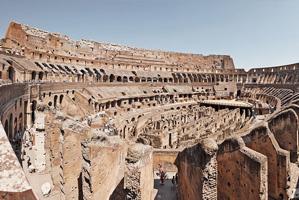 Colisée à Rome, monté au 1er siècle de notre ère, par des mortiers de Chaux coulés entre des parements de pierres, plus rapide, résistant et économique