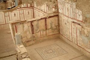 Ruines des maisons à terrasses de la célèbre Cité d'Ephèse (Turquie), richement décorées du sol au plafond, la Chaux entrant dans toutes les compositions décoratives